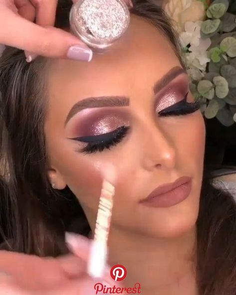 Best makeup tips for brown eyes highlight their soulfulness 51