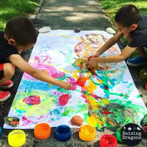 Water Balloon Painting is a fun, outdoor, process art activity that kids will love and the results are frame worthy! #kindergarten #outdoorart #processart #preschool #elementary