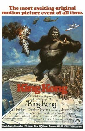 King Kong Es Una Dirigida Por John Guillermin Con Jeff Bridges Jessica Lange Charles Grodin John Randolph King Kong Movie King Kong Movie Posters Vintage