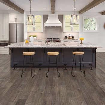 Mohawk Home Southbridge Scraped Oak 10mm Thick Laminate Flooring With Splashdefense Technology 2mm Pad Attached In 2020 Wood Floor Design Oak Laminate Flooring Mohawk Home