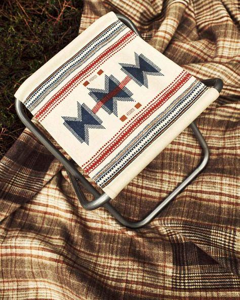 Taburete plegable de hierro y canvas Zara Home.