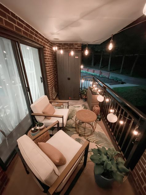 Apartment Porch, Apartment Balcony Decorating, Apartment Balconies, Diy Apartment Decor, Decorate Apartment, Condo Decorating, Apartments Decorating, Interior Decorating, Small Balcony Design