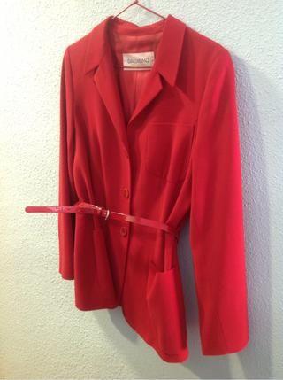 b39e13408 Chaqueta roja mujer de segunda mano por 45 € en Madrid en WALLAPOP ...