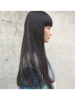 重めなワンカールロング 個性的な厚めバングなワイドバング 髪型 ヘアスタイル ロングヘア