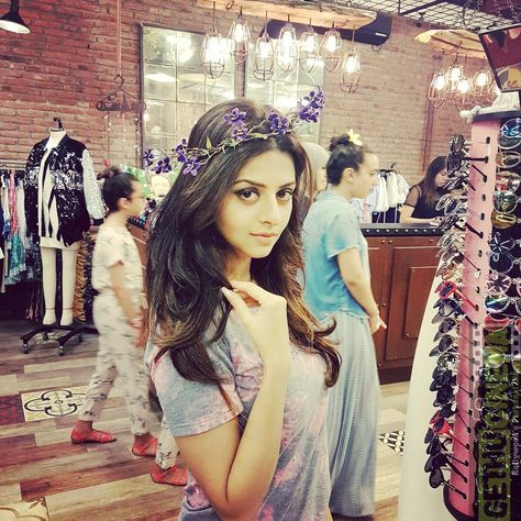 Actress Vedhika Latest HD Photos - Gethu Cinema