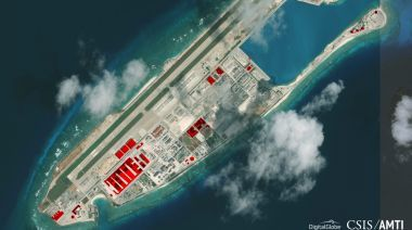Beijing Works On Great Wall Of Sand In South China Sea As Us Is Distracted A Satellite Image Of Fiery Cross Reef In South China Sea South China Island Chain