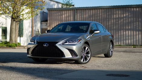 2020 Lexus Es 350 F Sport Review Aiming Younger In 2020 Lexus Lexus Es Lexus Sedan