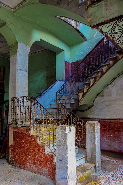 Grand Staircase in Havana. Beautiful Architecture, Interior Architecture, Havana House, Cuban Decor, Varadero, Grand Staircase, Stairway To Heaven, Interior Exterior, Dream Rooms