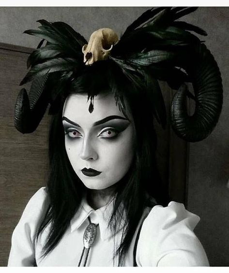 Horn, Horn headdress, Skull headdress, Halloween, Skull, Skull horns, Gothic, Goth, Pinup, Ram horns, Black horns, Ready to ship
