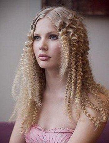 Wie Man Einen Haarschnitt Mit Hilfe Einer Welle Mit Eigenen Handen Macht Kurz Haar Frisuren Lange Blonde Frisuren Blonde Gewellte Haare Gekrauseltes Haar