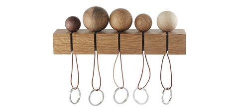 CatchMe ist eine Serie von 5 runden Schlüsselanhängern aus verschiedenen Holzarten. Dazu gehört eine Wandaufhängung aus Eiche, damit die ganze Familie ihre Schlüssel aufhängen kann und schnell wiederfindet.