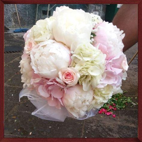 Bouquet Da Sposa Con Peonie.Bouquet Da Sposa Con Peonie Rose Ortensie Fioraio Napoli Www