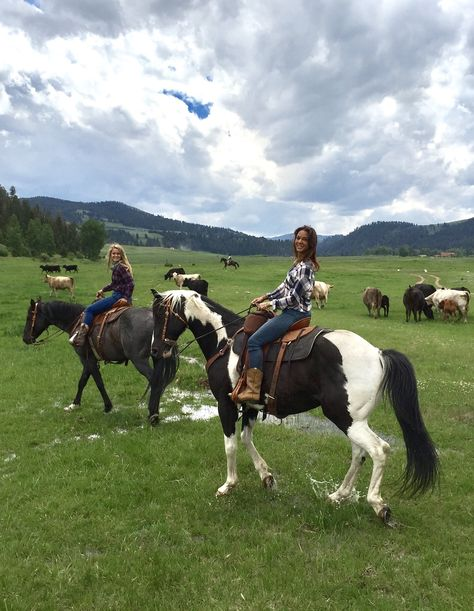 Travel ambassador Eva LaRue is glamping at The Ranch at Rock Creek in Montana. If a dude ranch is on your bucket list, you don't want to miss this! Looks Country, Big Sky Country, Country Life, Atv Riding, Horse Riding, Trail Riding Horses, Montana Ranch, Montana Homes, Rock Creek