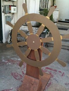 Resultado de imagen para how to make a pirate ship wheel out of cardboard Deco Pirate, Pirate Day, Pirate Birthday, Pirate Theme, Sailor Birthday, Pirate Ship Wheel, Pirate Ships, Decoration Pirate, Pirate Halloween Decorations