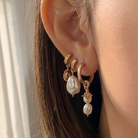 gold accessorizes Nail Jewelry, Dainty Jewelry, Cute Jewelry, Gold Jewelry, Jewelry Accessories, Fashion Accessories, Fashion Jewelry, Jewlery, Cute Ear Piercings