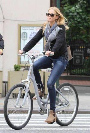 海外の自転車 ファッションがオシャレで可愛い スナップ画像 随時更新中 Naver まとめ Bicycle Chic Bicycle Fashion Fashion