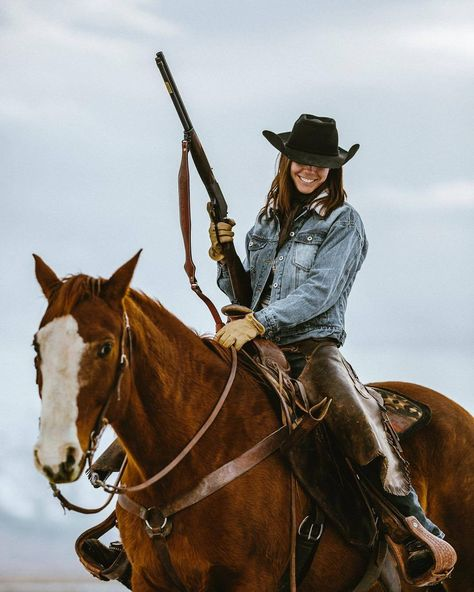 cowboys and cowgirls Whiskey & Grit Foto Cowgirl, Estilo Cowgirl, Cowgirl And Horse, Sexy Cowgirl, Cowgirl Style, Horse Love, Horse Riding, Western Horse Tack, Western Riding