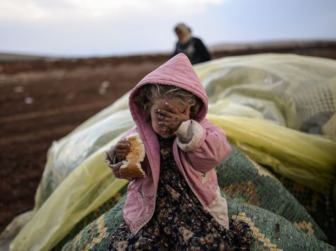 Exactly How To Help Syrian Refugees In Lebanon, Turkey, And Elsewhere Right Now | Bustle
