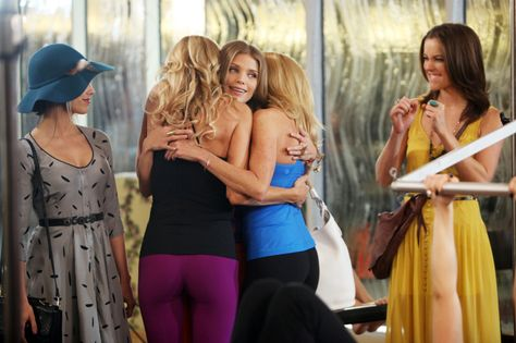 """90210 -- """"Dude Where's My Husband?"""" -- Image: NO517a_0187 -- Pictured (L-R): Jessica Lowndes as Adrianna, Brandi Glanville as herself, AnnaLynne McCord as Naomi, Camille Grammer as herself, and Jessica Stroup as Silver -- Photo: Patrick Wymore/The CW -- © 2013 The CW Network. All Rights Reserved"""