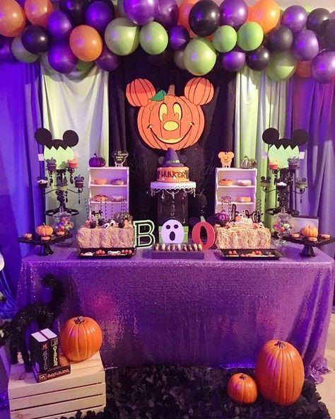 Check out this fun Mickey Mouse Halloween Birthday Party! Love the decor! See mo… Check out this fun Mickey Mouse Mickey Halloween Party, Halloween Theme Birthday, Halloween 1st Birthdays, Disney Halloween Decorations, Mickey Party, Mickey Mouse Birthday, Halloween Party Decor, Birthday Parties, Diy Halloween