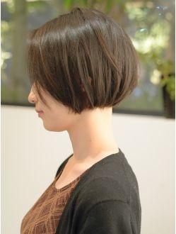 30代 40代 50代に人気 上品な 黒髪 前髪なし ショートボブ 1