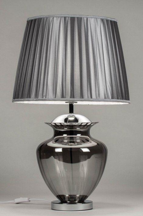 Artikel 12626 Elegante Tafellamp Met Glanzend Grijze Kap En Rookglazen Voet Voorzien Van Een Schakelaar Aan Het Witte Snoer Tafellamp Interieur Glas