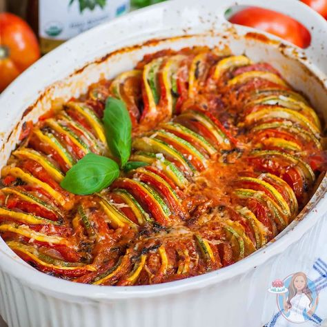 ratatouille recipe made with zucchini, eggplant and tomatoes; plus, a smoky tomato sauce! ratatouille recipe made with zucchini, eggplant and tomatoes; plus, a smoky tomato sauce! Healthy Food Recipes, Lunch Recipes, Easy Dinner Recipes, New Recipes, Breakfast Recipes, Vegan Recipes, Easy Meals, Pizza Recipes, Easy Recipes
