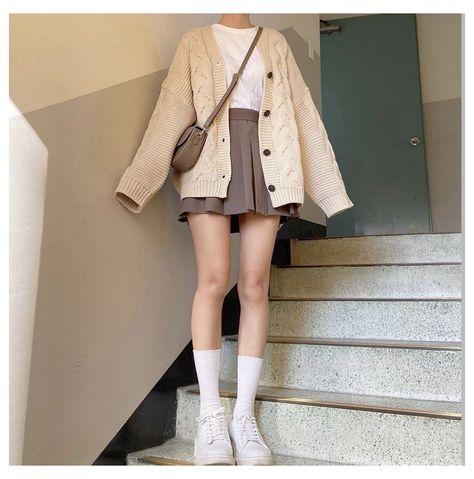 minimalist summer outfit skirt