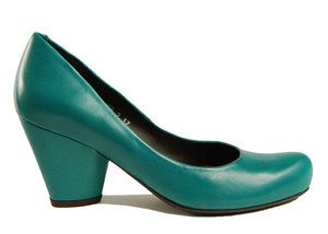 audley: gorgeous color and sweet pump