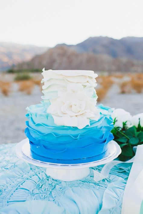 Blue and White Wedding Ideas - Ombre blue and white wedding cake