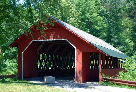 Brattleboro's 1879 Town Lattice design Creamery Bridge had a sidewalk & slate roof added to its design in 1917. Found on Guilford Street, it spans the Whetstone Brook.