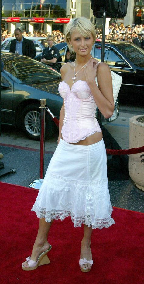 Paris Hilton showed us all that crotch-skimming corsets were the natural accompaniment to gypsy skirts and crucifixes. 29 Pictures That Prove 2002 Was The Year That Fashion Died