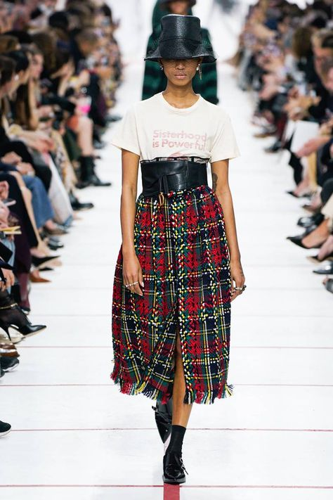 The complete Christian Dior Fall 2019 Ready-to-Wear fashion show now on Vogue Runway.Christian Dior Fall 2019 Ready-to-Wear Collection - Vogue