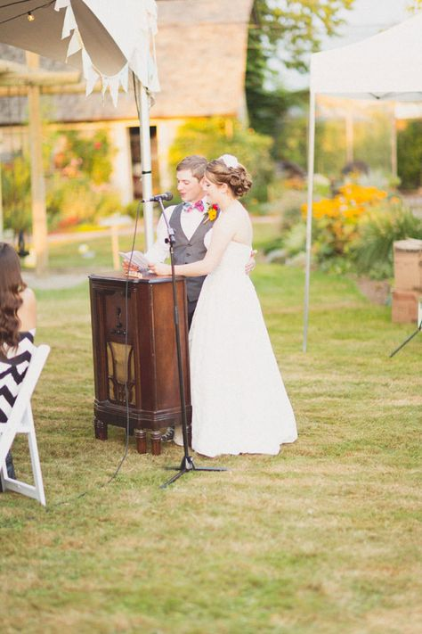 Vintage radio as makeshift podium for wedding speeches | Summer Sweet British Columbia Wedding With Vintage Touches & Fantastic Emotions | Photograph by Love Out Loud Studios  http://storyboardwedding.com/summer-sweet-british-columbia-wedding-vintage-touches-fantastic-emotions/