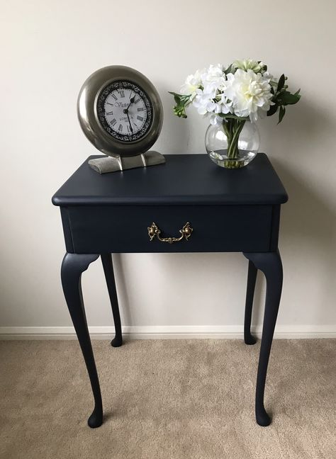 Elegant Queen Anne Side Table Was