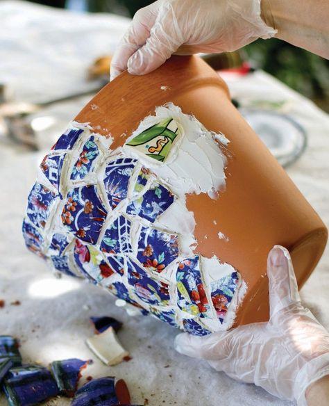 How to make a mosaic vase. Mosaic Flower Pots & Step 6 How to make a mosaic vase. Mosaic Flower Pots & Step 6 The post How to make a mosaic vase. Mosaic Flower Pots & Step 6 appeared first on Look. Mosaic Planters, Mosaic Garden Art, Mosaic Vase, Mosaic Flower Pots, Clay Flower Pots, Bird Bath Garden, Mosaic Tables, Pebble Mosaic, Mosaic Crafts