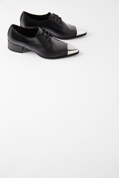 Skorzane Buty Na Plaskiej Podeszwie Z Metalowym Zdobieniem Zara Polska Leather Flat Shoes Shoes Black Leather Flats