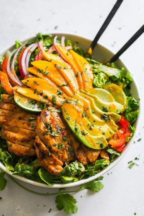 Grilled Sweet Chili Chicken and Mango Salad Grilled Sweet Chili Chicken & Mango Salad Detox Diet Recipes, Salad Recipes, Healthy Snacks, Healthy Eating, Healthy Recipes, Kitchen Recipes, Cooking Recipes, Vegetarian Cooking, Easy Cooking