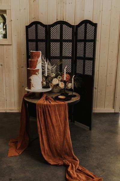 GAUZE TABLE RUNNER Wedding Themes, Wedding Designs, Vintage Wedding Theme, Boho Cake, Wedding Color Schemes, Terracotta, Wedding Table Runners, Wedding Cake Table Decorations, Wedding Cake Tables