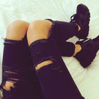 Ripped jeans x Triple black huarache ⚫️