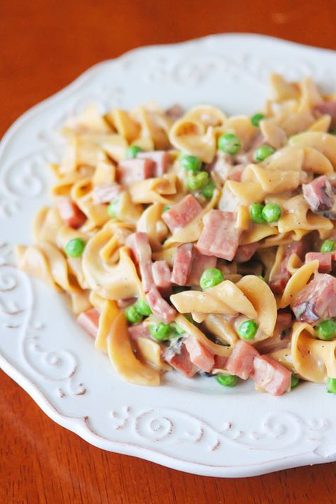 Peas, Ham, and Creamy Noodles -- A perfect, easy one dish skillet dinner, made in less than 15 mins! You even boil the noodles right in the ...