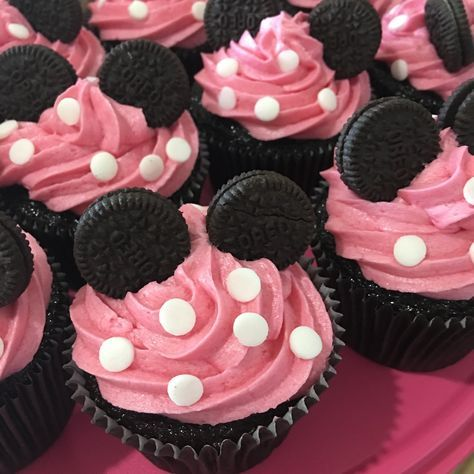 31 New Ideas Birthday Party Ideas Food Girls Minnie Mouse Minnie Mouse Birthday Theme, 2nd Birthday Party For Girl, Minnie Mouse Baby Shower, 1st Birthday Cupcakes, Minnie Mouse Baby Stuff, Birthday Party Foods, 1st Birthday Party Ideas For Girls, Mickey Mouse Food, Little Girl Birthday Cakes