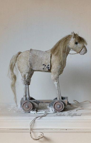Pin Van Shelley Madeley Op Horses In 2020 Houten Paard Antiek Speelgoed Hobbelpaarden