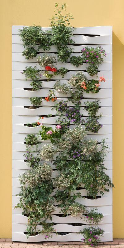 Der vertikale garten live screen danielle trofe  Live Screen by Danielle Trofe is a vertical hydroponic garden ...