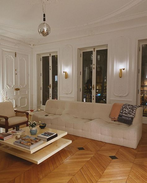 on ig Home Decor French Apartment, Design Apartment, Parisian Apartment, Dream Apartment, Apartment Living, Living Room Designs, Living Spaces, Dog Spaces, European Style Homes