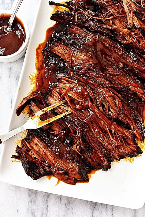 bbq beef brisket in the slow cooker - easy dinner recipe recipe crockpot bbq beef brisket in the slow cooker - easy dinner recipe Beef Brisket Slow Cooker, Bbq Brisket, Beef Brisket Recipes Crockpot, Shredded Beef Recipes, Beef Dishes, Food Dishes, Meat Recipes, Cooking Recipes, Dinner Recipes