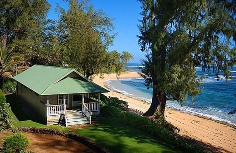 How Much Are You Willing To Pay To Stay In This Beachfront Property On North Shore In Kauai Hawaii Beachfront Cottage Hawaii Homes Tiny Beach House