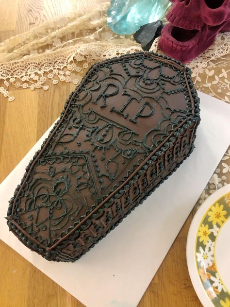 I made a coffin cake for a funeral themed birthday party. (Brown sugar yellow cake choc buttercream in/dark choc ganache out) 30th Birthday Party Themes, 30th Birthday Decorations, 40th Birthday Quotes, Holiday Party Themes, 30th Party, 70th Birthday Gifts, Wife Birthday, 50th Birthday Party, Happy Birthday