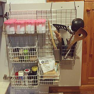キッチン 見せない収納 調味料入れ スパイスラック 調理器具 などの