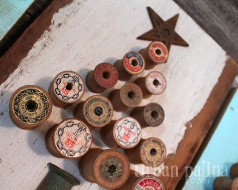 Urban Patina: Rescued Relics + Upcycled Junk: Vintage Wood Spool Tree Art art design landspacing to plant Primitive Christmas, Rustic Christmas, Handmade Christmas, Vintage Christmas, Christmas Time, Wooden Spool Crafts, Wood Spool, Wood Crafts, Diy Crafts